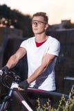 Ideas y conceptos del deporte Retrato del atleta de sexo masculino caucásico foto de archivo