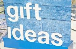 Idee del regalo; messaggio su una scheda blu. Fotografie Stock Libere da Diritti