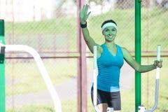 Idee dello sport Sportiva caucasica professionale nell'addestramento Immagini Stock Libere da Diritti