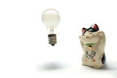 Idee ist von der zuwinkenden Katze geboren Stockbilder