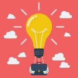 Idee lightbulb ballon met kofferhoogtepunt van geld Royalty-vrije Stock Foto