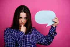 Idee, Mitteilung, Kommentar Frau mit Spracheluftblase stockfotografie