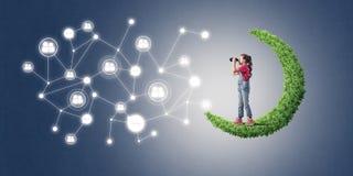 Idee van de mededeling van kindereninternet of online het spelen en pa stock afbeeldingen
