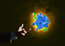 Idee van nieuwe die technologieën en integratie door kubuscijfer worden voorgesteld Stock Foto's