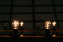 Ideeconcept op donkere achtergrond Royalty-vrije Stock Fotografie