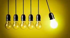 Ideeconcept op geel stock foto