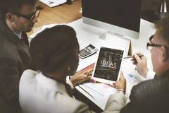 Ideen, die kreatives Auftrag-Gedanken-Konzept denken Stockfotografie