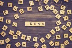 Ideen fassen hölzernen Block auf Tabelle für Geschäftskonzept ab Lizenzfreie Stockfotos