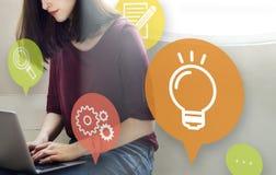 Ideen-Glühlampen-Innovations-Lernkonzept Stockfotografie