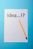 Ideenwort auf Weißbuch Stockfotos