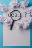 Ideenwort geschrieben auf Papier Stockfotos