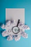 Ideenwort geschrieben auf Papier Stockfoto