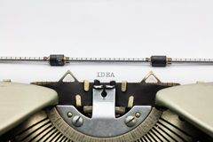 Ideenwort in Großbuchstaben auf weißem Blatt Lizenzfreie Stockbilder