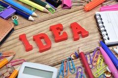 Ideenwort und Bürowerkzeuge Lizenzfreie Stockfotografie