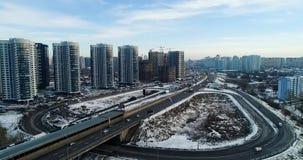 Ideia aérea da arquitetura da cidade em kiev Cidade trraffic video estoque