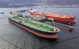 Ideia aérea da carga do navio de petroleiro do óleo no porto, Fotografia de Stock Royalty Free