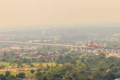 Ideia aérea da construção inferior do projeto novo do canteiro de obras da estrada, começada da província de Saraburi a Nakhon Ra imagem de stock