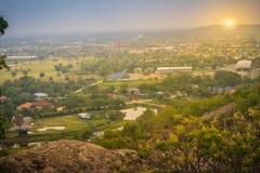 Ideia aérea da construção inferior do projeto novo do canteiro de obras da estrada, começada da província de Saraburi a Nakhon Ra fotos de stock royalty free