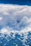 Ideia aérea da formação e da arquitetura da cidade dramáticas da nuvem abaixo imagem de stock royalty free