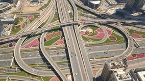 Ideia aérea da junção de estrada em Dubai vídeos de arquivo