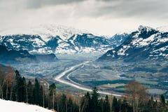 Ideia aérea da municipalidade do vale de Liechtenstein Alto Reno de Triesenberg imagens de stock royalty free