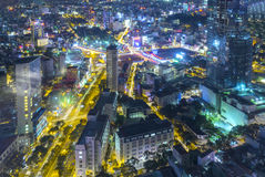Ideia aérea da noite da arquitetura da cidade colorida e vibrante Fotografia de Stock Royalty Free