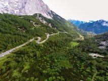 Ideia aérea da paisagem da montanha, Vrsic, Eslovênia fotografia de stock royalty free