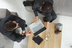 Ideia aérea da reunião de negócio