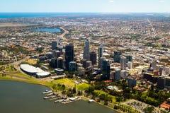 Ideia aérea da skyline da cidade de Perth, Austrália Ocidental Foto de Stock Royalty Free