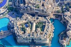 Ideia aérea da skyline de Dubai, opinião de surpresa do telhado Sheikh Zayed Road Residential e arranha-céus do negócio em Dubai  imagem de stock