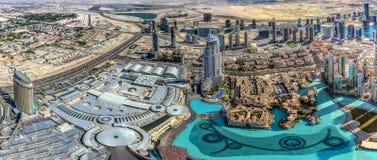 A ideia aérea da skyline de Dubai, a opinião de surpresa do telhado de Dubai Sheikh Zayed Road Residential e os arranha-céus do n foto de stock royalty free