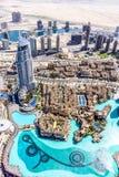 A ideia aérea da skyline de Dubai, a opinião de surpresa do telhado de Dubai Sheikh Zayed Road Residential e os arranha-céus do n imagens de stock royalty free