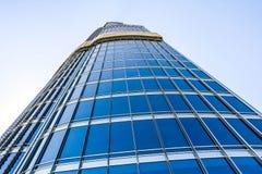 A ideia aérea da skyline de Dubai, a opinião de surpresa do telhado de Dubai Sheikh Zayed Road Residential e os arranha-céus do n imagem de stock
