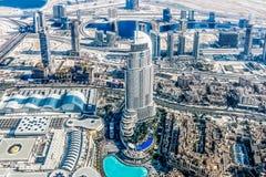 A ideia aérea da skyline de Dubai, a opinião de surpresa do telhado de Dubai Sheikh Zayed Road Residential e os arranha-céus do n fotografia de stock royalty free