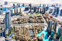 A ideia aérea da skyline de Dubai, a opinião de surpresa do telhado de Dubai Sheikh Zayed Road Residential e os arranha-céus do n fotos de stock royalty free