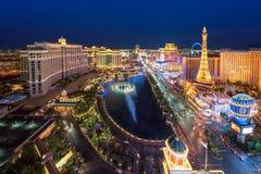 Ideia aérea da tira de Las Vegas em Nevada como visto na noite, EUA Fotografia de Stock