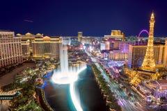 Ideia aérea da tira de Las Vegas na noite imagem de stock