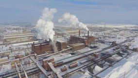 Ideia aérea da zona industrial no inverno filme