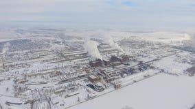 Ideia aérea da zona industrial no inverno vídeos de arquivo