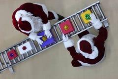 Ideia aérea de cláusulas de Santa na linha de produção fotos de stock royalty free