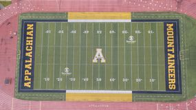 Ideia aérea de terras de Stadium On The do cervejeiro de Kidd do appalachian imagens de stock royalty free