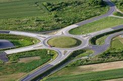 Ideia aérea de um círculo de tráfego Fotografia de Stock