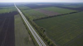 Ideia aérea de um campo de cima de na primavera fotografia de stock