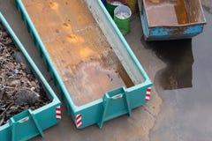 Ideia aérea de um muld em uma jarda da sucata para recolher os elementos de aço Fotos de Stock