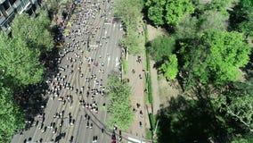 Ideia aérea do começo da maratona 2018 de Belgrado video estoque