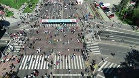 Ideia aérea do começo da maratona 2018 de Belgrado vídeos de arquivo