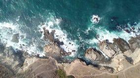 Ideia aérea do litoral do Oceano Pacífico e da Califórnia filme