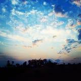 Ideia aérea do por do sol fantástico no campo fotografia de stock