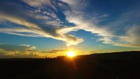 Ideia aérea do por do sol fantástico no campo foto de stock royalty free