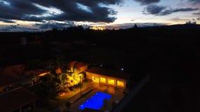 Ideia aérea do por do sol fantástico no campo fotos de stock royalty free